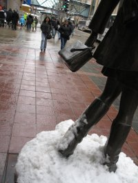 Mary Tyler Moore's boots & purse, Nicollet Mall & 7t Street, Minneapolis, photo by QuoinMonkey, all rights reserved