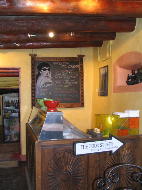 Caffe Tazza, Taos, New Mexico, February 2007, photo by QuoinMonkey, all rights reserved