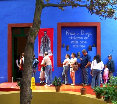 Casa Azul, photo by Laura Stokes 2007, all rights reserved
