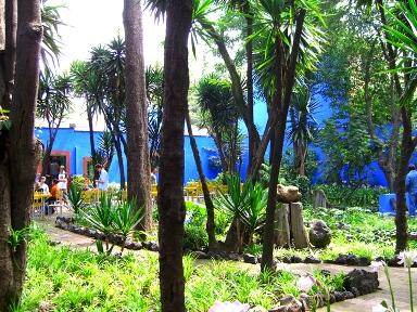Casa Azul Garden, photo by Laura Stokes 2007, all rights reserved