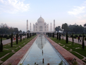 View of the Taj Mahal from the entrance, photo © 2005-2009 by Robin, all rights reserved